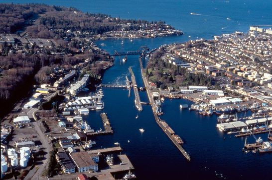 Lake_Washington_ship_canal,_Hiram_M._Chittenden_Locks,_1995